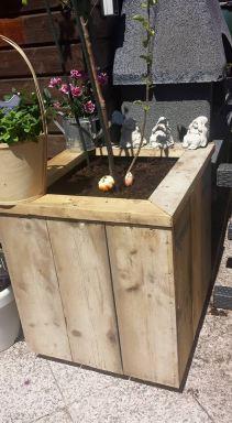plantenbak op wielen van steigerhout  (vierkant) Delft.