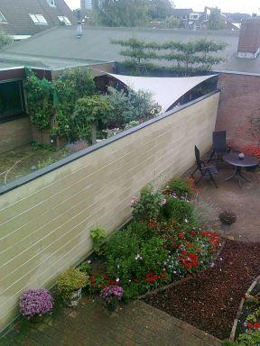 Tuinmuur met afdekplaten, Nijmegen