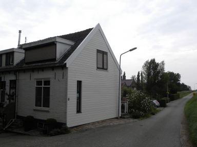 gevel bekleed met  kunststof rabat delen  Oude Tonge