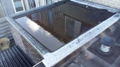Oude slecht afwaterende dak
