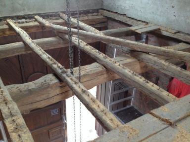 Vernieuwen van de gehele houten contructie van de hooizolder ( voor )