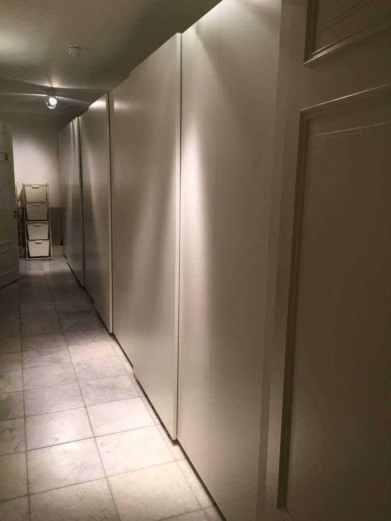 Wandkast met schuifdeuren gemaakt in Haarlem. Klusbedrijf Haarlem klussenier Mark van Geffen