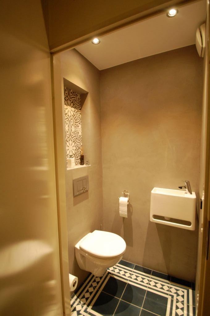 Toilet met betonsiré