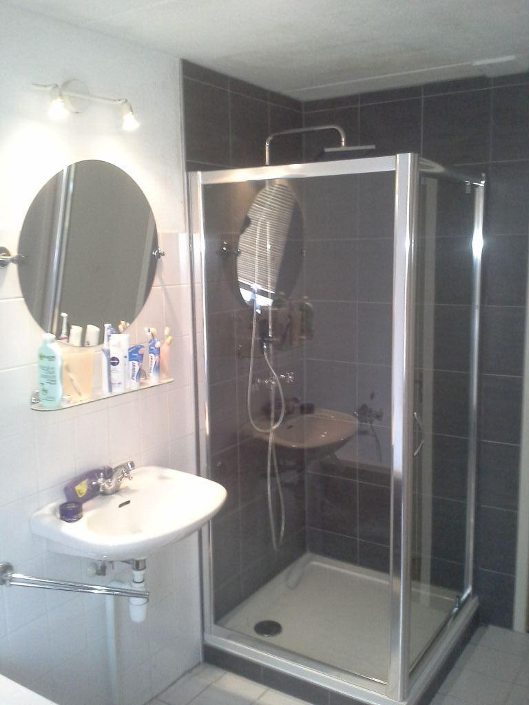 Lekkage badkamer Almere oplossen. Klussenier Robert Hollenberg