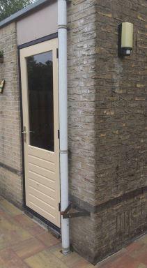 Kozijn en deur gemetselde schuur verplaatsen in Almere