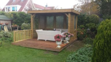 Vlonder en tuinhuis in Almere