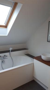 Badkamer onder schuin dak, maatwerk kast.