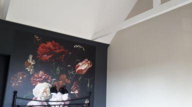 Spant op zolderkamer met hoog dak