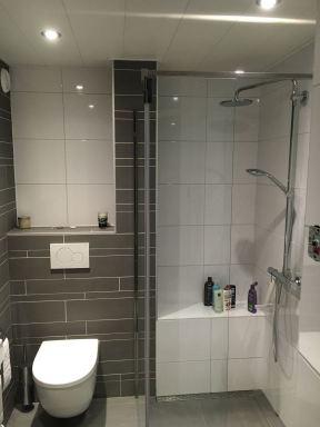 badkamer totaal gerenoveerd te Lisse