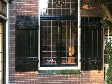 Luiken raam vernieuwd en gerestaureerd aan monumentaal pand te Hillegom