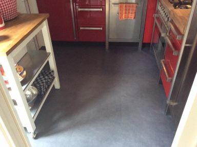 PVC vloer gelegd, mooie strakke vloer geworden