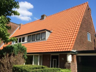 geheel dubbel woonhuis voorzien van nieuw dak incl lood zink en bitum beddeking