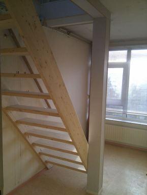Voor de ze klant in Amersfoort heb ik een houten trap gerealiseerd.  Wilt u een houtentrap op maat, bel of mail mij!