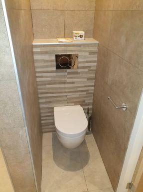 Baarn zwevend toilet met mozaïek tegel
