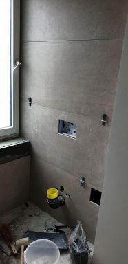 20190417 opbouw fase toiletunit in muur verwerkt en inbouw toiletrol houder