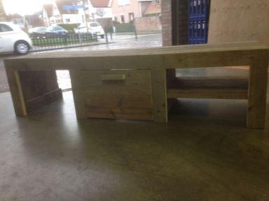 TV-meubel gemaakt van steigerhouten planken