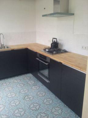 keuken gemonteerd en tegelwerk aangebracht