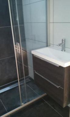 Kleine badkamer gerenoveerd in Goirle