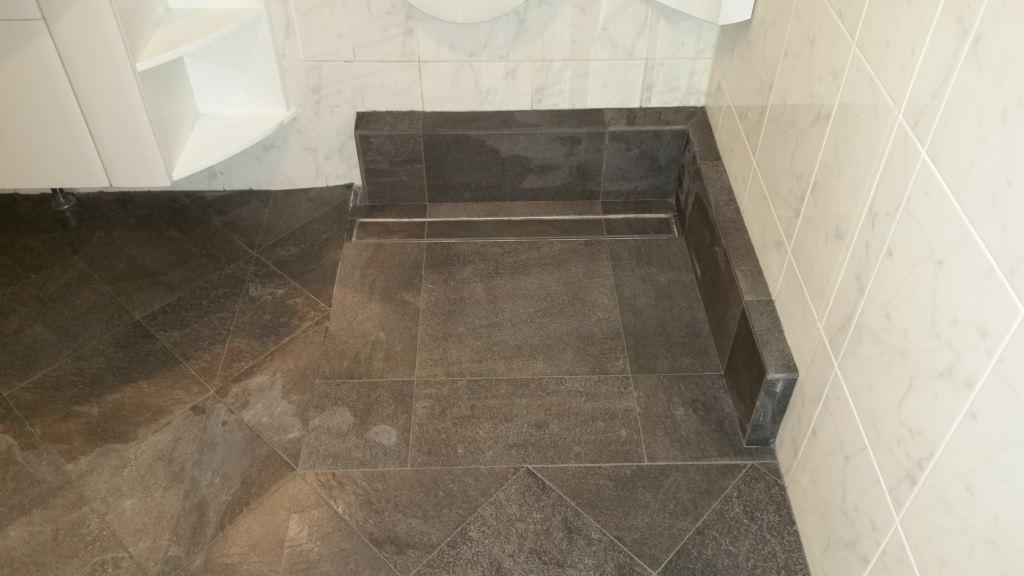 Badkamer tegelen Voorburg.