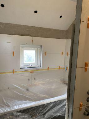 Badkamer renovatie in De Rips. Wandtegels van 40x120cm.