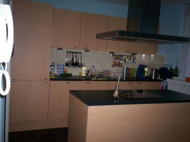 Nieuwe keuken met kookeiland gemonteerd en geïnstalleerd in Vlaardingen