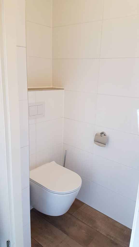 Toilet aanzicht na renovatie Egmond ad Hoef