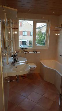 Voor de renovatie, badkamer in Zuid-Scharwoude
