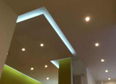 verlaagd plafond met ledstrip en losse ledlampen Almere