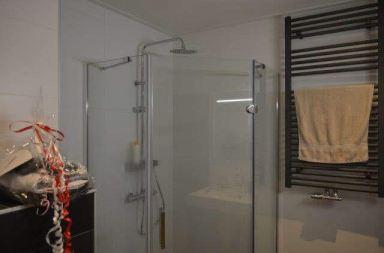 In Almere een oude badkamer omgetoverd naar modern.