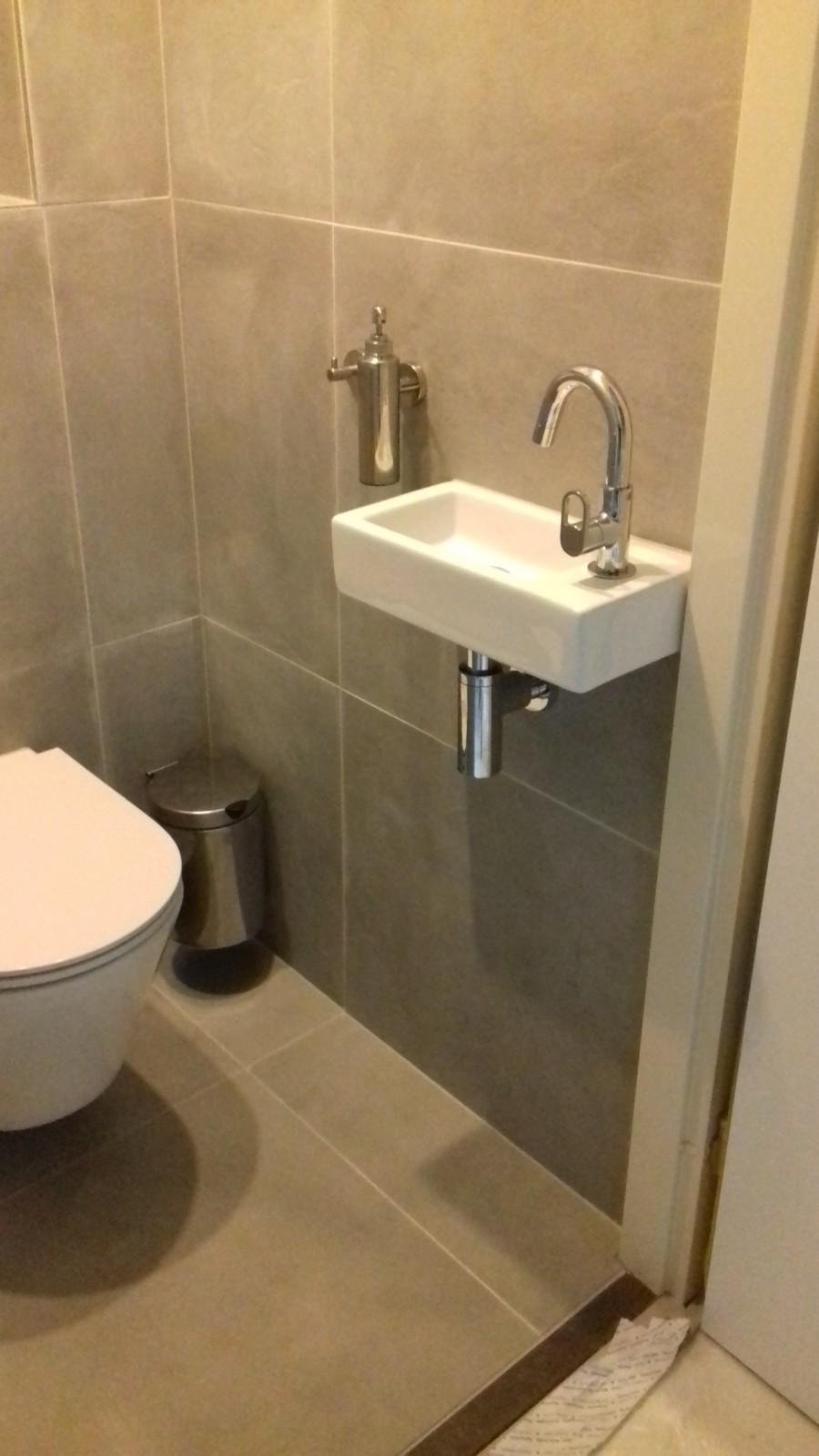 https://backend.klussenier.net/images/profiles/351357/document/16565-badkamer-en-toilet-renovatie-zwolle.jpg