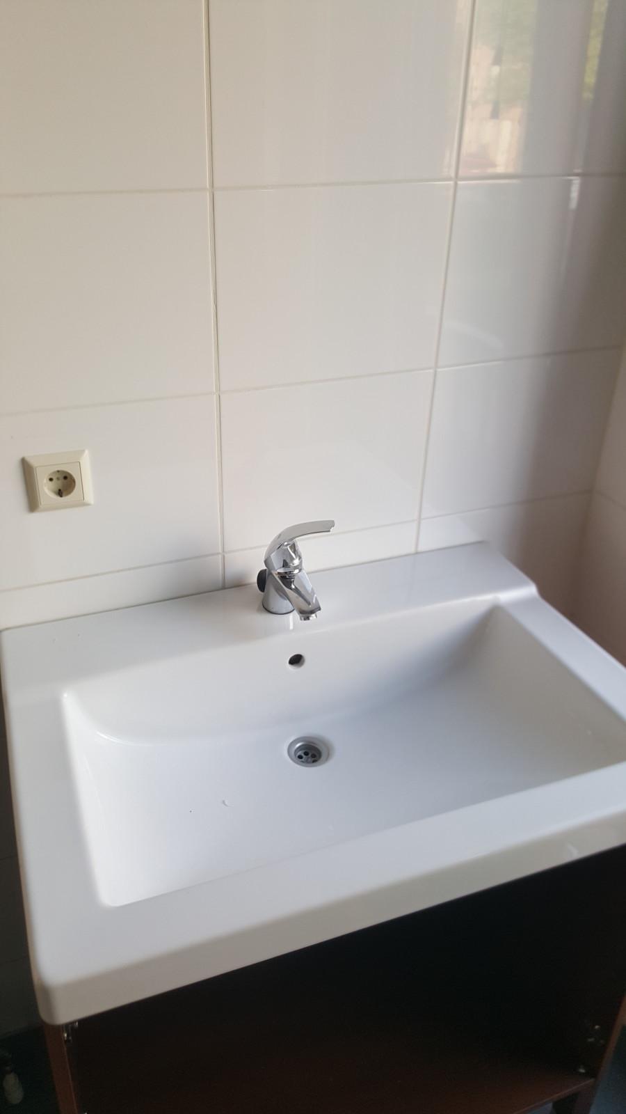 Badkamer wastafel meubel vervangen in Hoofddorp - De Klussenier ...