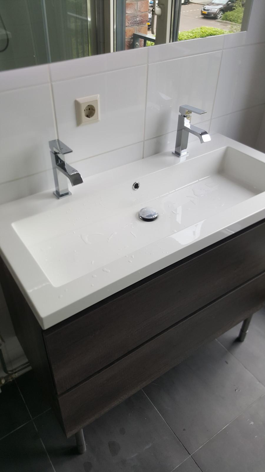 https://backend.klussenier.net/images/profiles/351359/document/16759-badkamer-wastafel-meubel-vervangen-in-hoofddorp.jpg
