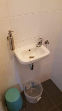 Toilet wastafel meubel vervangen in