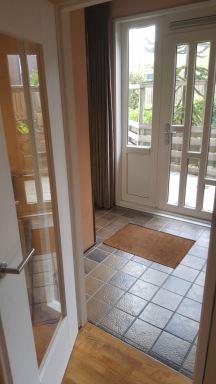 Binnen deur kozijn vervangen, met rondom glas in Hoofddorp