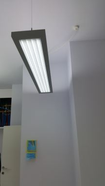 Verlichting aanbrengen in een tandartsen praktijk te Antwerpen, België