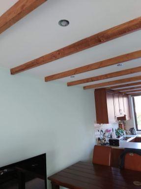 Plafond voorzien van balken H. I. Ambacht