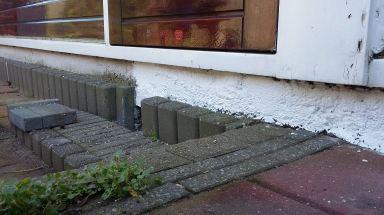 Schilderwerk beton in tuin Maassluis - tijdens