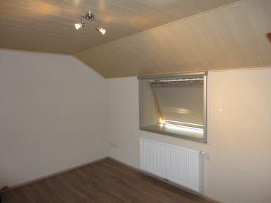 laminaat en plafond met schroten op slaapkamer in Affligem