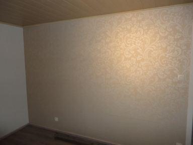 behang in een woonkamer in Affligem