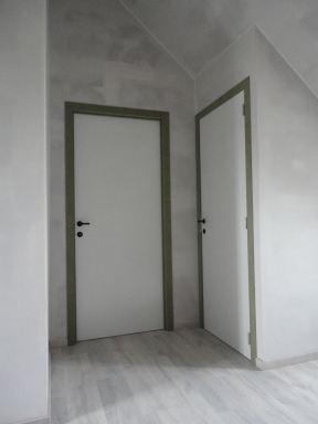 detail van 2 binnendeuren in de scheidingswanden