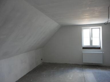 zolderrenovatie in Ninove met een extra pleisterlaag op de gipsplaten.