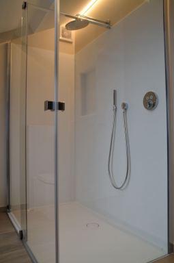 Luxe badkamer in Landen, ism Almaco