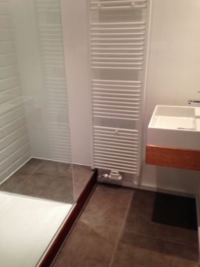Aanleggen gastenbadkamer te Sint Amandsberg