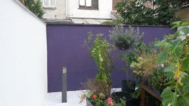 Bezetten en schilderen tuinmuur te Oostakker