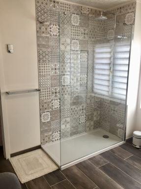 Renovatie badkamer met o.a. vernieuwen inloopdouche te Ninove