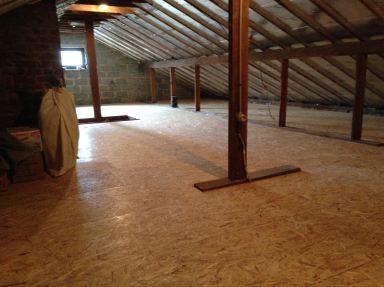Opfrissen van zolder plaatsen van isolatie en vernieuwen vloer te Wetteren