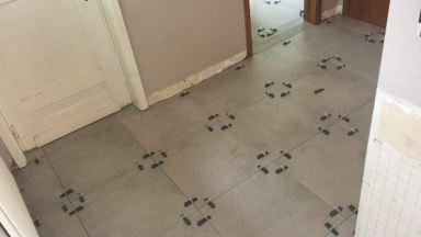 Vloer laten drogen en na 2 dagen klaar voor op te voegen.