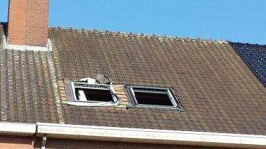 Plaatsen raamkaders met isolatiekaders en hier boven onderdak kraag aansluitend op de panlatten.