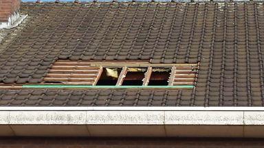 Velux ramen plaatsen te Sint.Niklaas Maken van opening in dakconstructie en versterken voor de Velux ramen.
