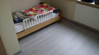 1ste kamer is klaar. Vinyl vloer geplaatst in Sint-Niklaas